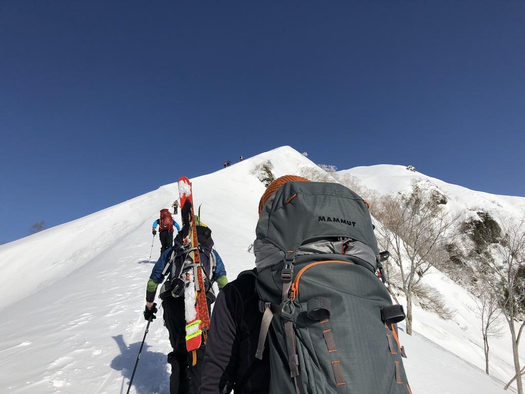 谷川岳・スキー板担いで登る山の先輩方