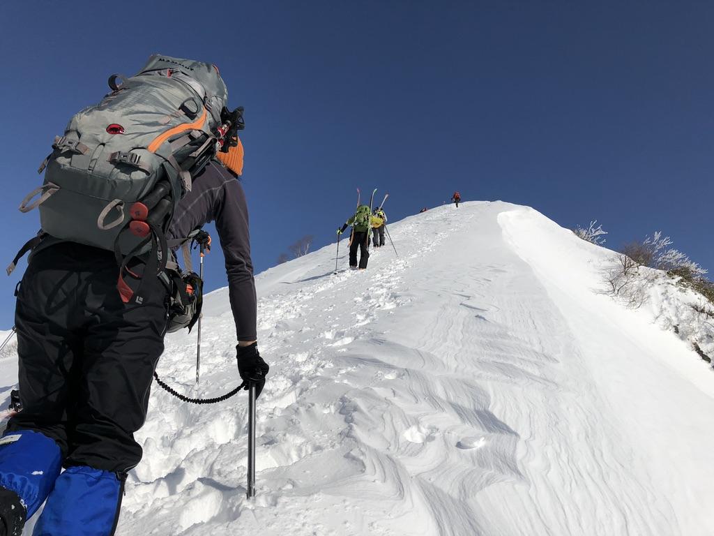 谷川岳・天神尾根を登ります・キツイ