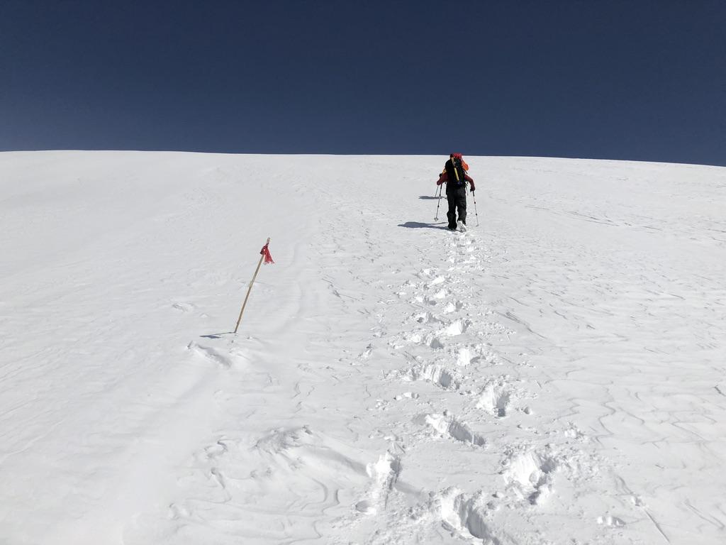 谷川岳・天神尾根・ひたすら白い斜面を上ります4
