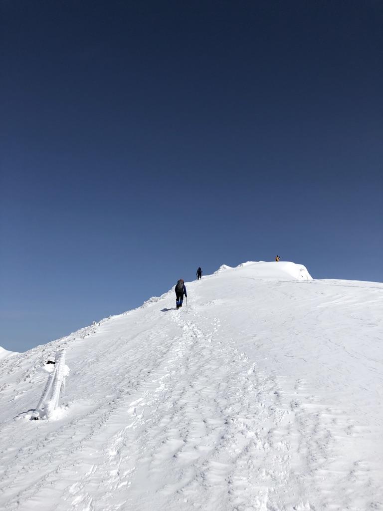 谷川岳・あそこは山頂?トマノ耳?