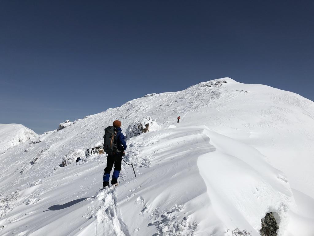 谷川岳・オキノ耳・山頂目指して上ります