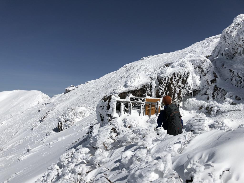 谷川岳・オキノ耳・岩場を巻いて上ります