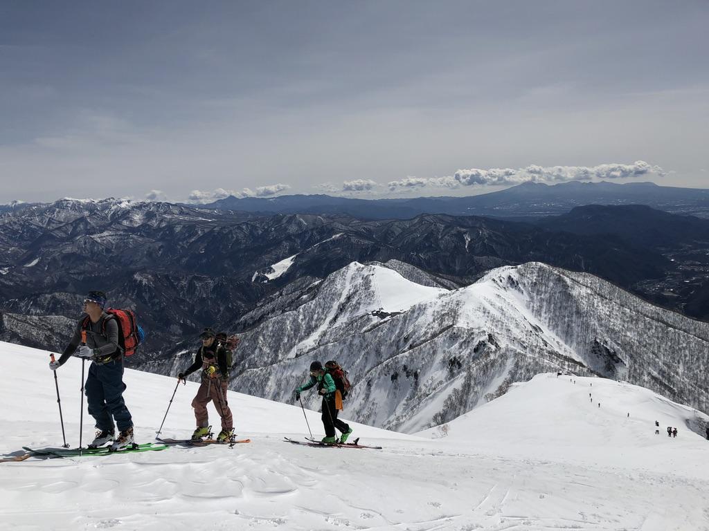 谷川岳・天神尾根・スキーヤーとすれ違い