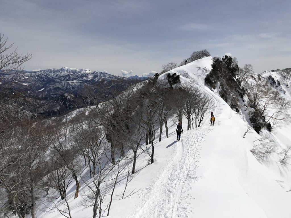 谷川岳・天神尾根・熊穴沢の頭を越えて進みます
