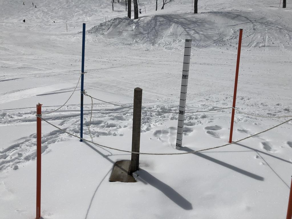 谷川岳・ロープウェイ天神平駅・雪の深さは2.5m