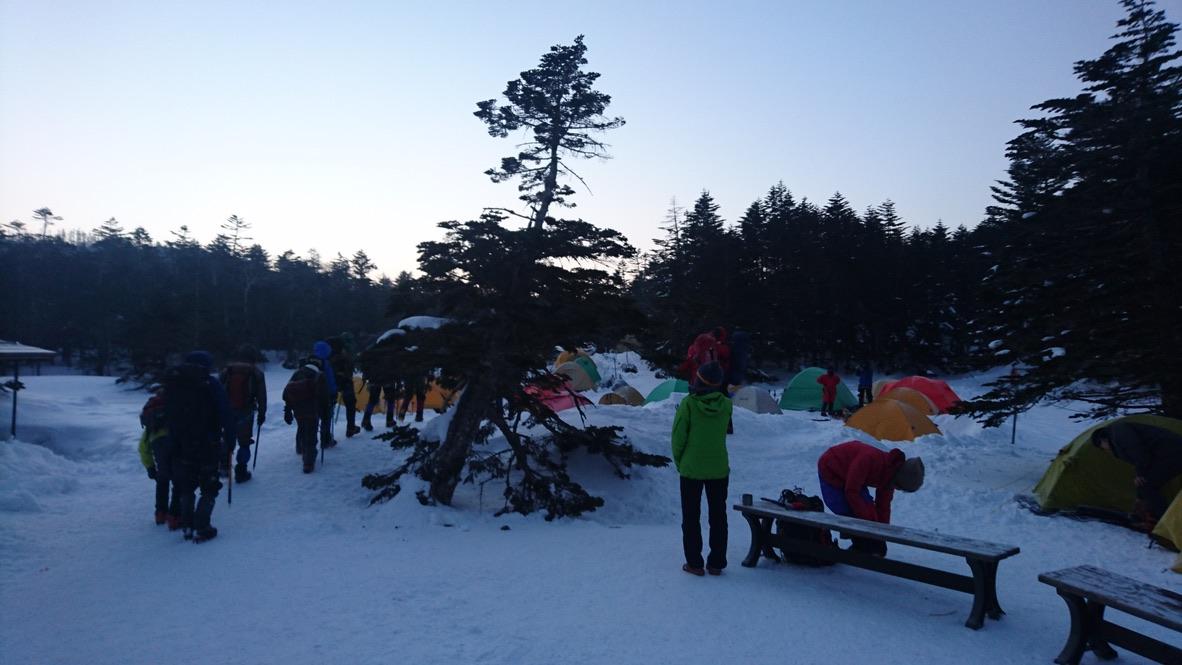 天狗岳・黒百合ヒュッテ、テント場の朝は早い