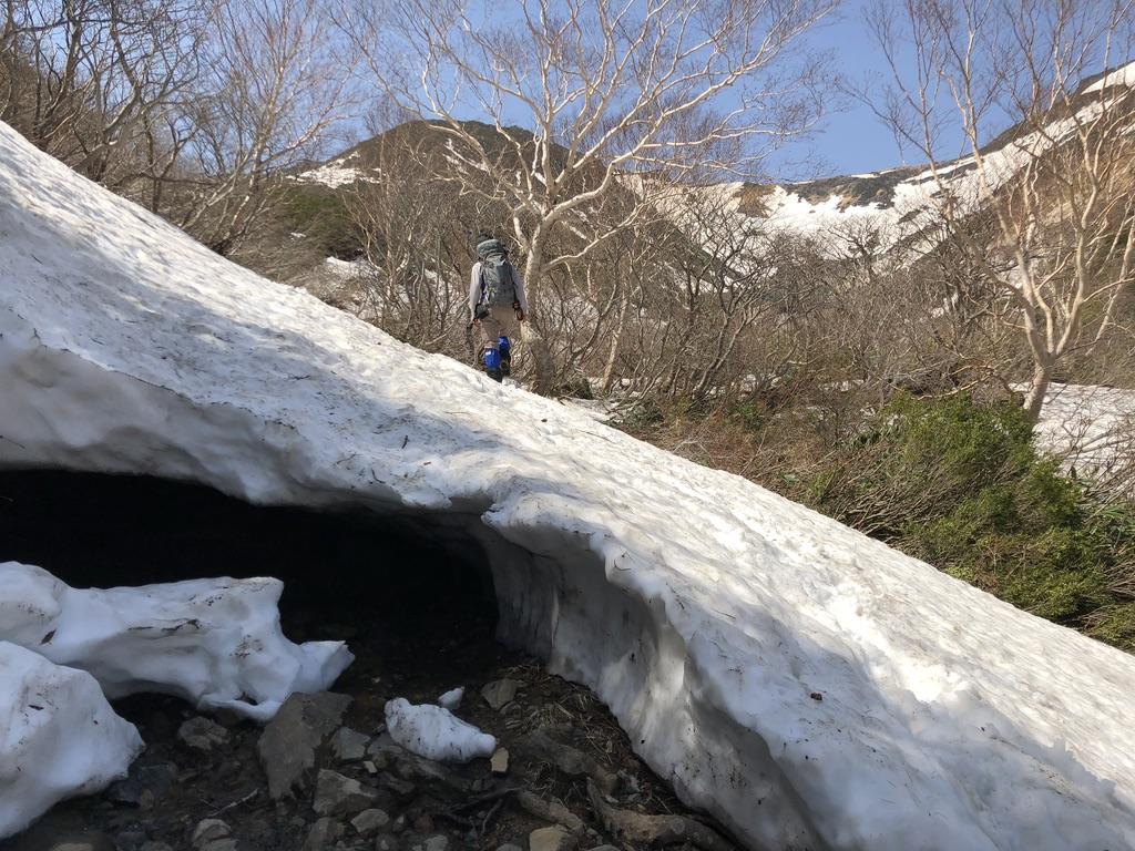 安達太良山・くろがね小屋に向かう道・雪の上