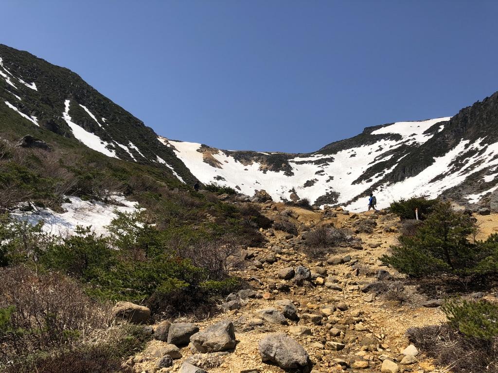 安達太良山・鉄山見ながら歩いていって