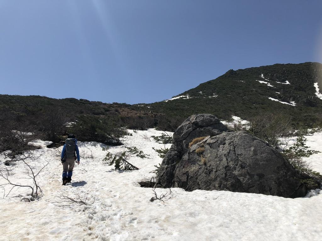 安達太良山・峰の辻への稜線・雪道