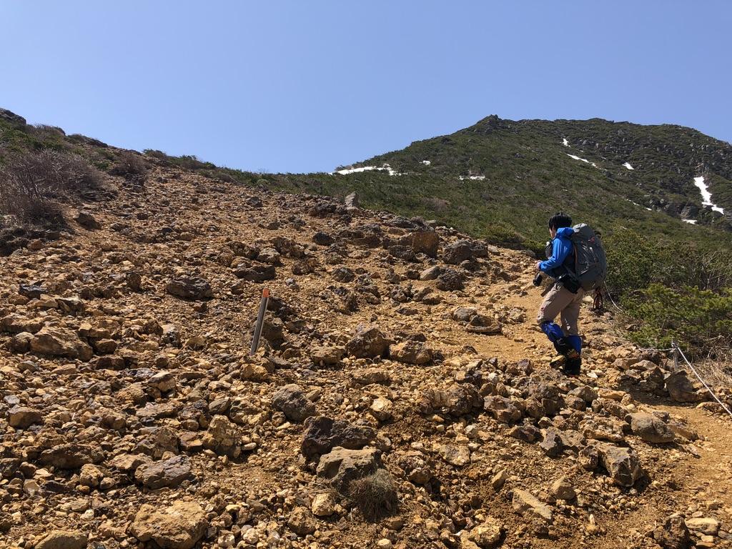安達太良山・峰の辻への稜線・岩場