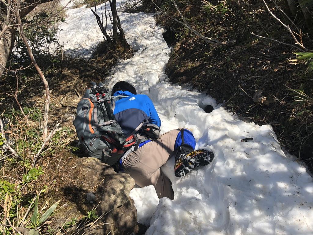 安達太良山・雪が腐って踏み抜いた