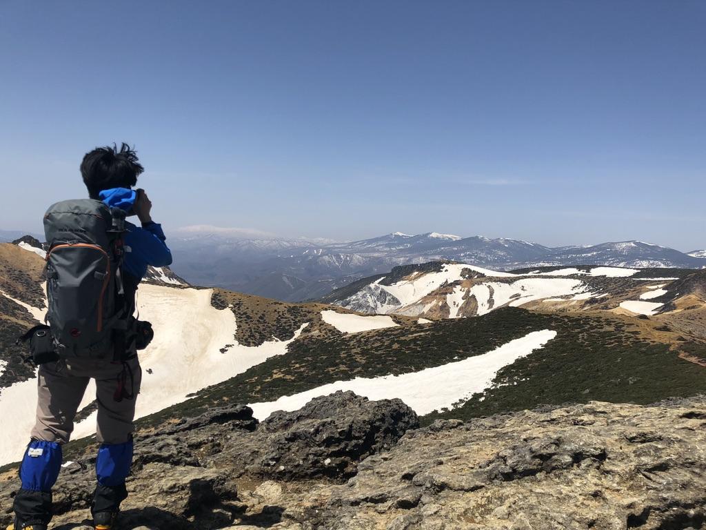 安達太良山・山頂からの鉄山、大日岳、飯豊山、吾妻山