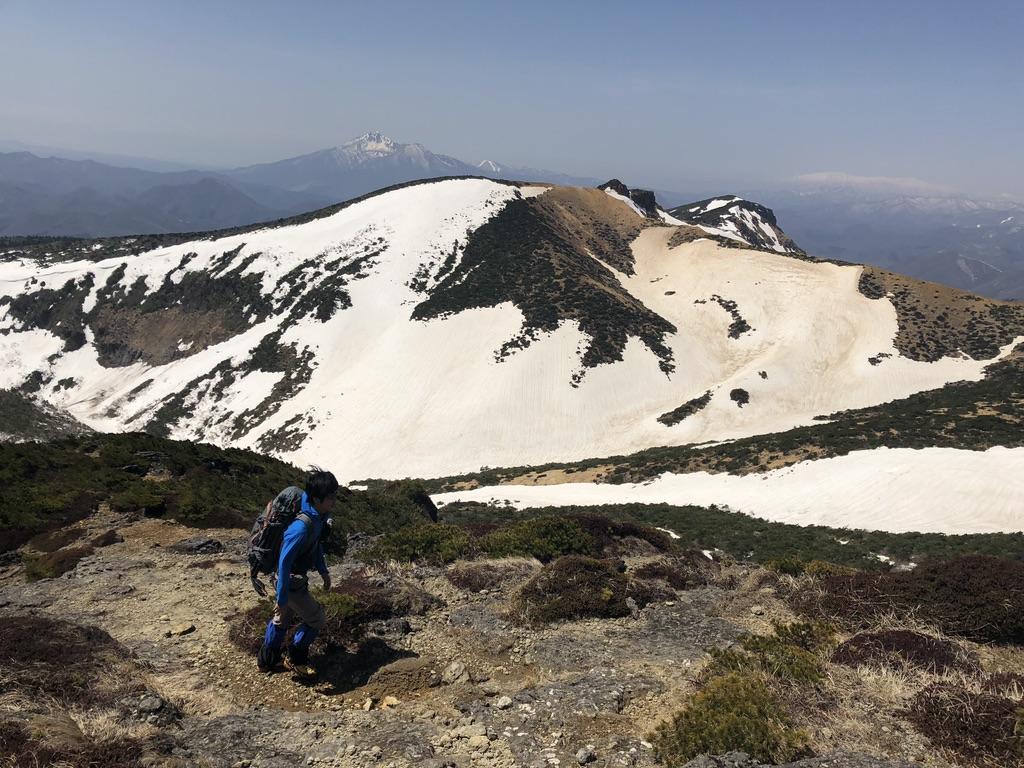 安達太良山・山頂からの船明神山、磐梯山