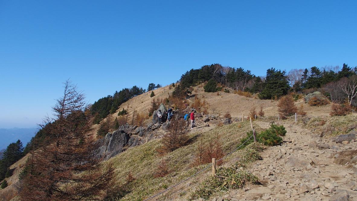 大菩薩嶺、大菩薩峠間は気持ちの良い稜線を歩きます
