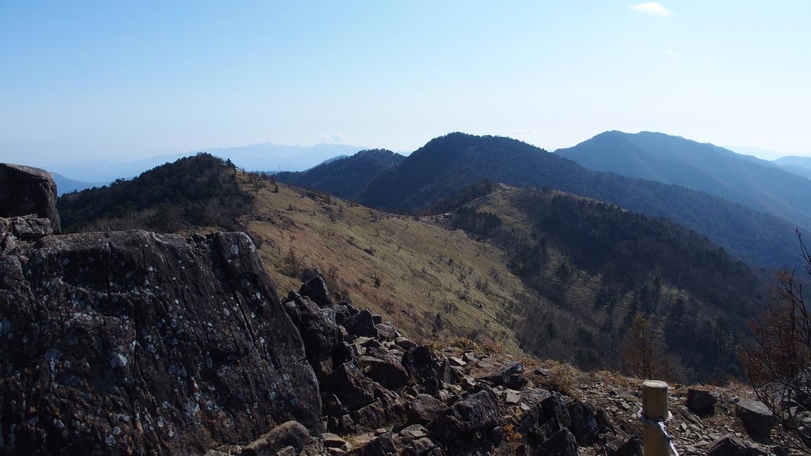 大菩薩嶺・稜線沿いを進みましょう