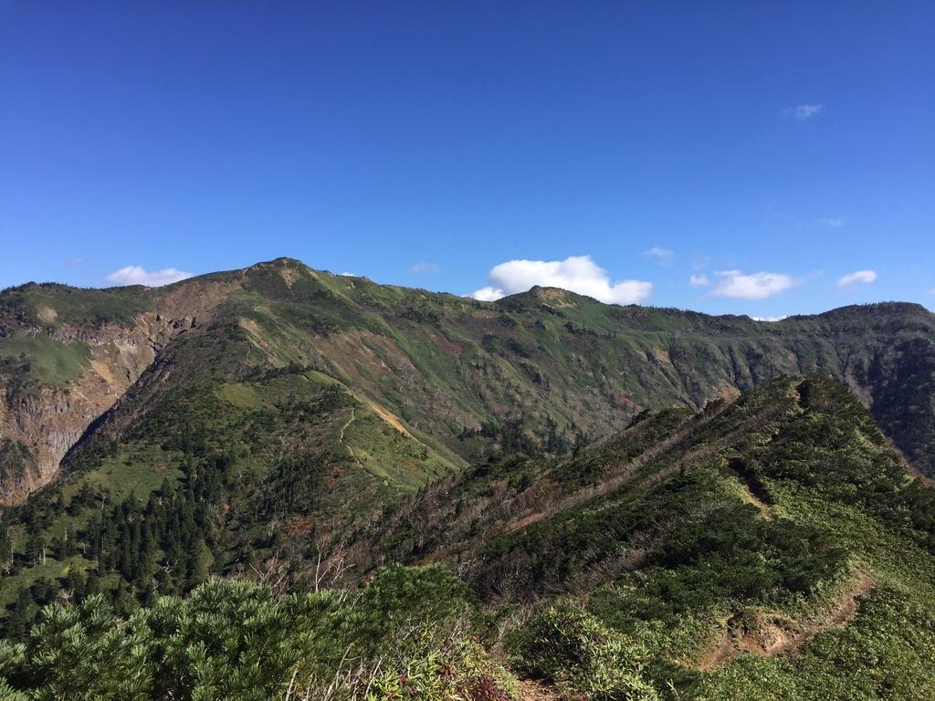 武尊山・剣ヶ峰山へ至る稜線からの武尊山