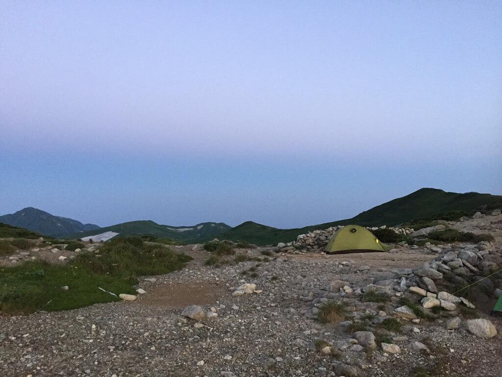飯豊山・本山小屋のテント場