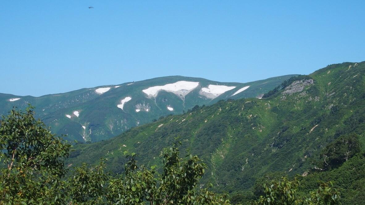 飯豊山・三国小屋からの御西岳、御西小屋