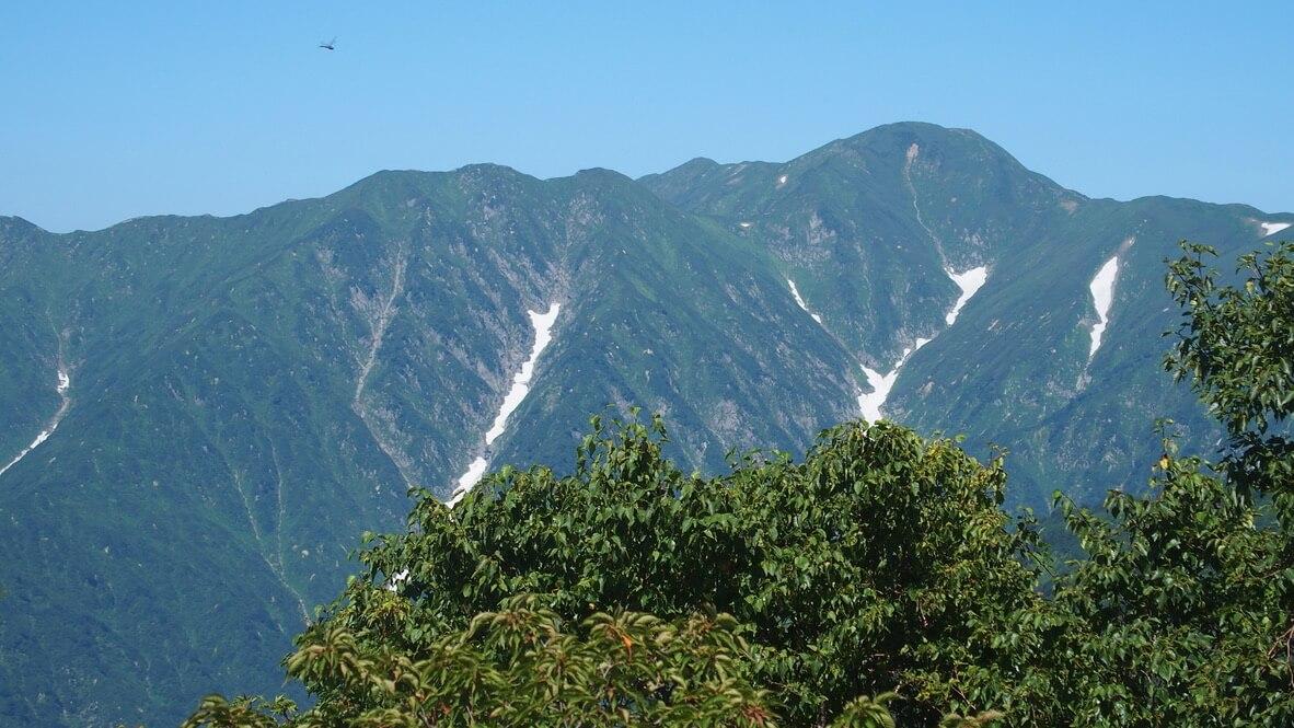 飯豊山・三国小屋からの飯豊連峰最高峰、大日岳