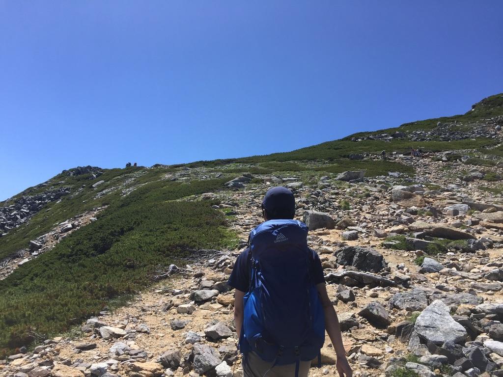 常念岳・常念岳のガレ場を登る