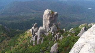 瑞牆山の大ヤスリ岩