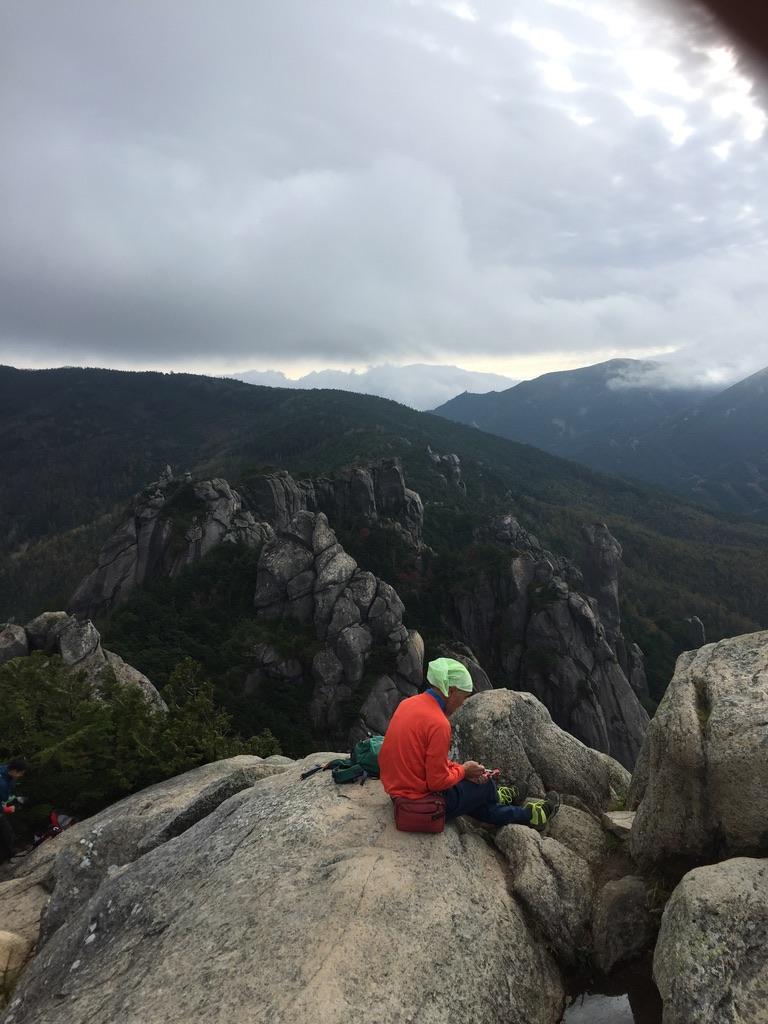 瑞牆山・山頂上は岩だらけ