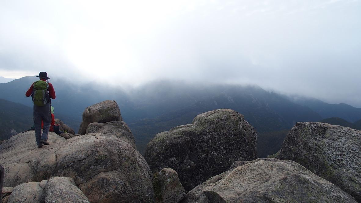 瑞牆山・山頂天候はあいにくの曇り