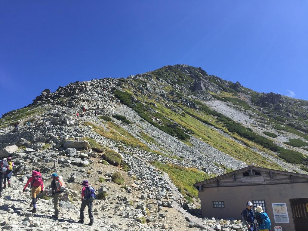 立山・一の越山荘から雄山目指して出発です