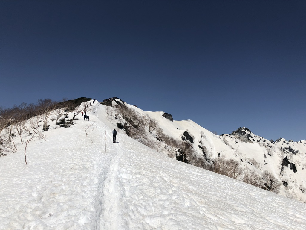燕岳・合戦尾根・北アルプス三大急登・燕山荘が見えてきた