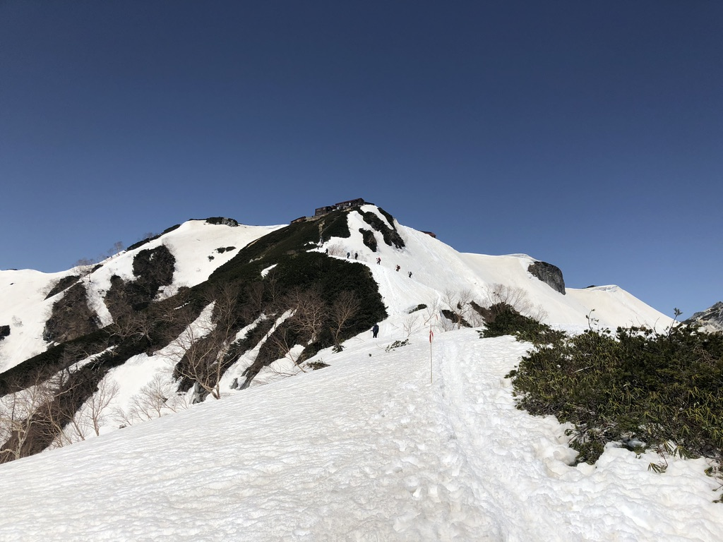 燕岳・合戦尾根・北アルプス三大急登・表銀座の山々見ながら燕山荘に向かいます
