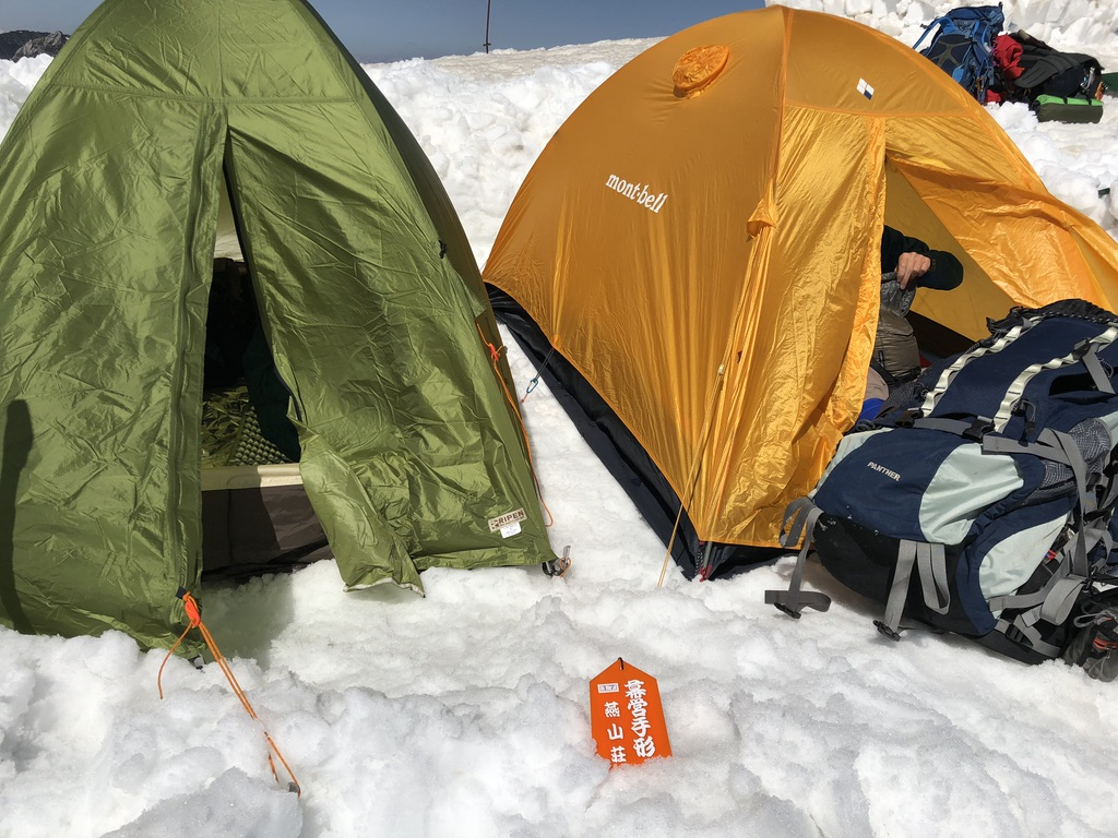 燕岳・燕山荘・テント設営完了