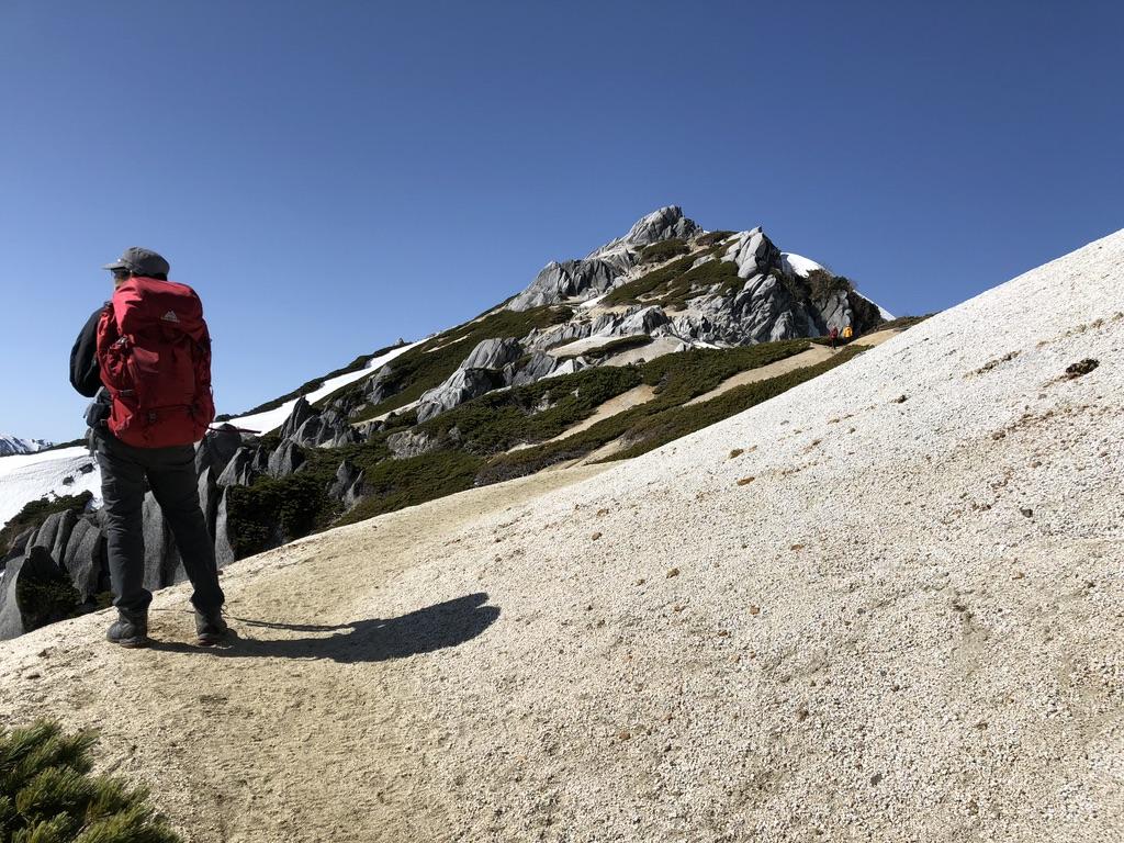 燕岳・山頂まであと少し
