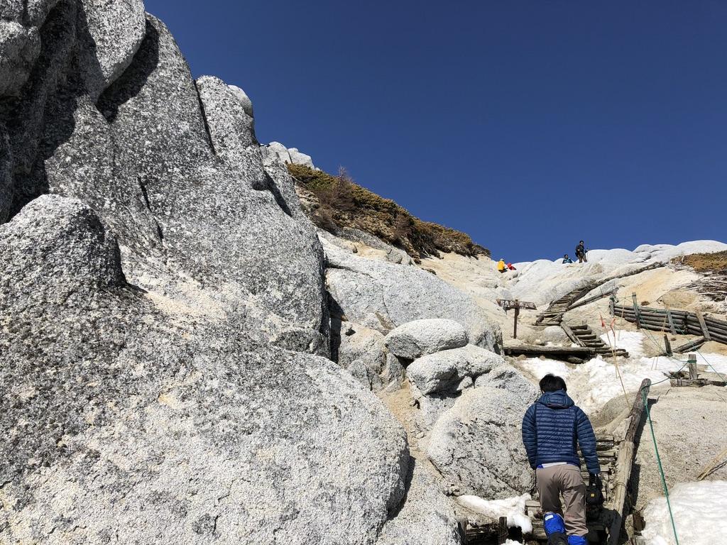 燕岳・山頂付近の階段