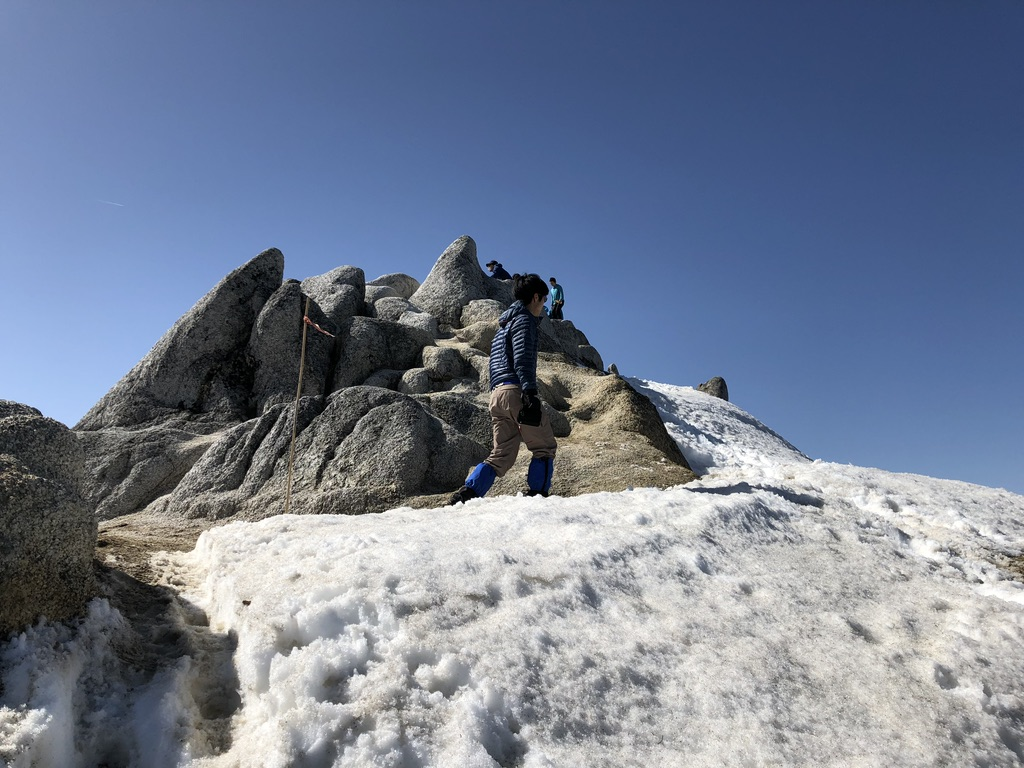 燕岳・山頂にあるツバメの巣