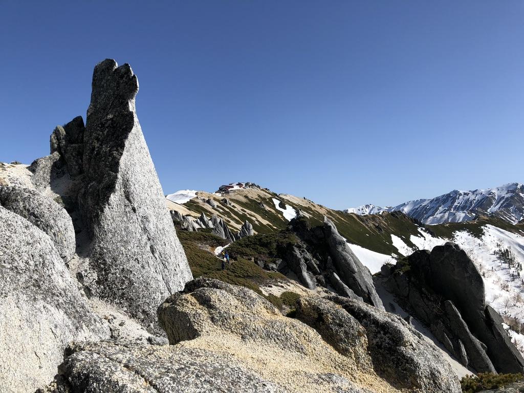 燕岳・燕山荘へ至る道・大きな奇岩を通り過ぎ