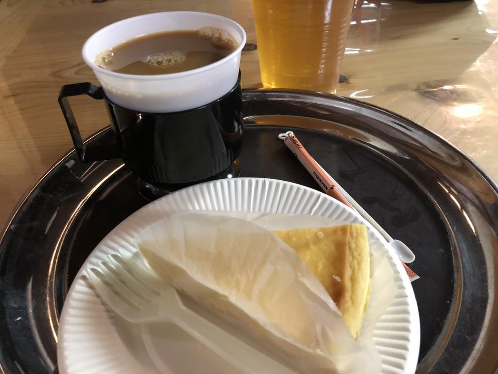 燕岳・燕山荘のニューヨークチーズケーキとコーヒー