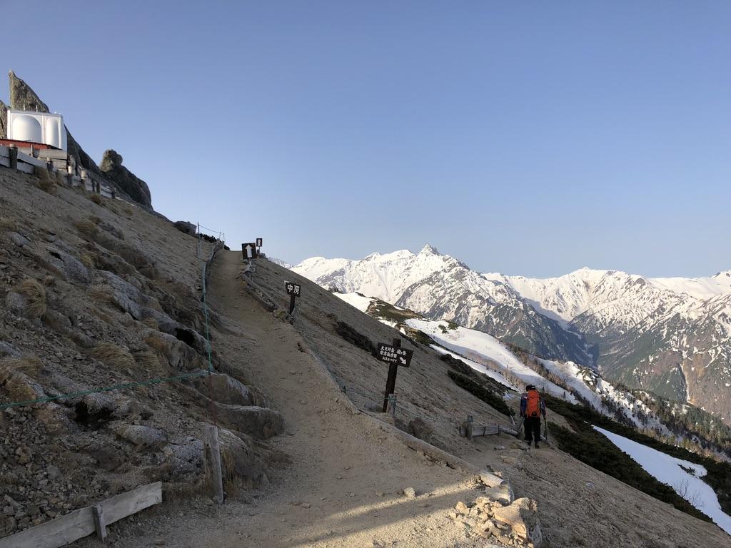 燕岳・中房温泉と表銀座の山々(大天井岳、槍ヶ岳、常念岳)との分岐