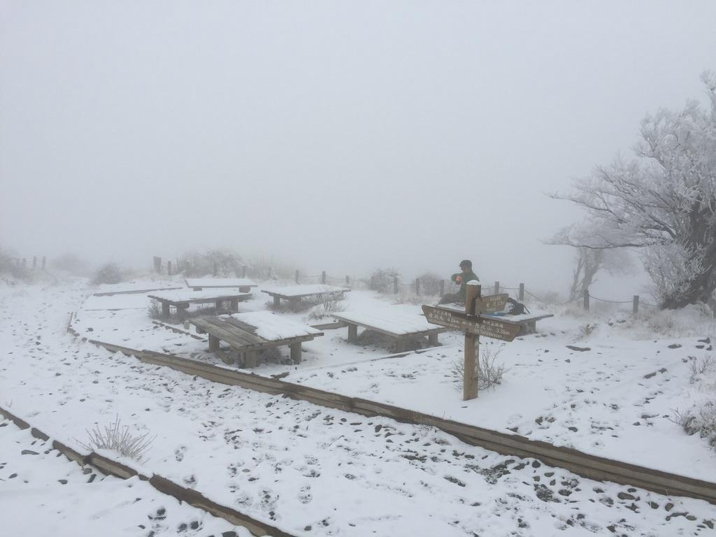蛭ヶ岳・山頂で休憩、寂しい