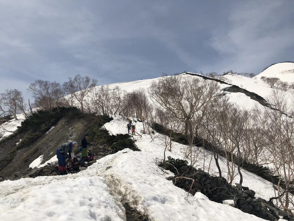 唐松岳・八方尾根・丸山へ向かう途中でアイゼン装着!
