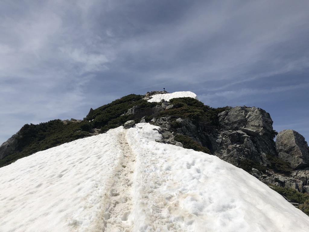 唐松岳・唐松岳頂上に向かう途中の雪道