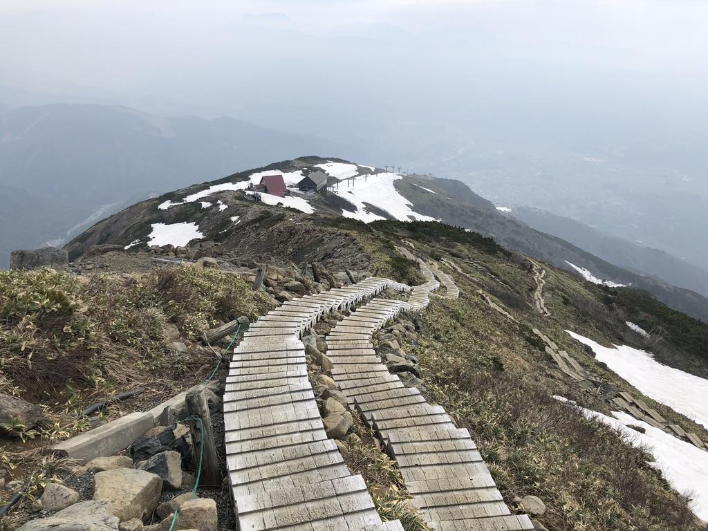 唐松岳・八方尾根・八方池山荘まで整備された階段を下る