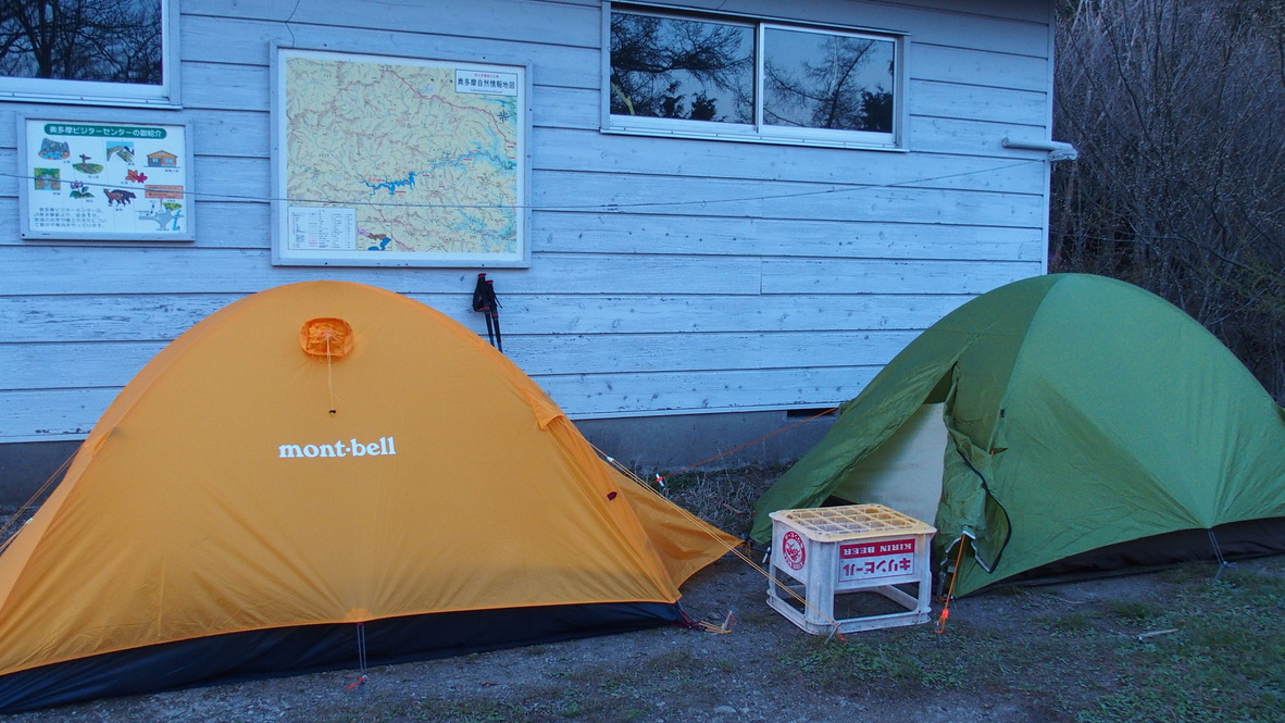川苔山・雲取山・一杯水避難小屋前でテント