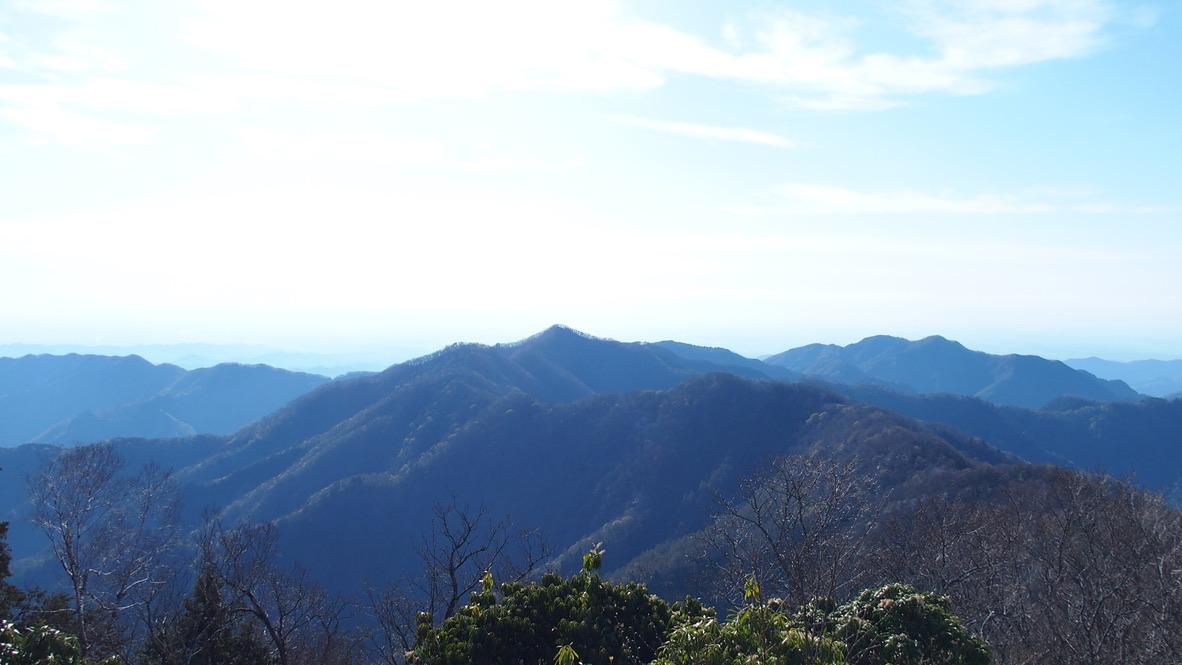 川苔山・雲取山・天目山(三ツドッケ)山頂からの蕎麦粒山と川苔山