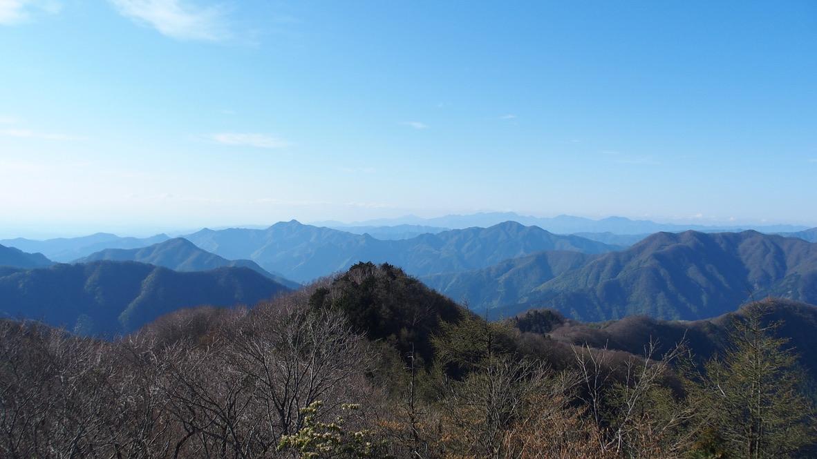 川苔山・雲取山・天目山(三ツドッケ)山頂からの本仁田山、大岳山、御前山