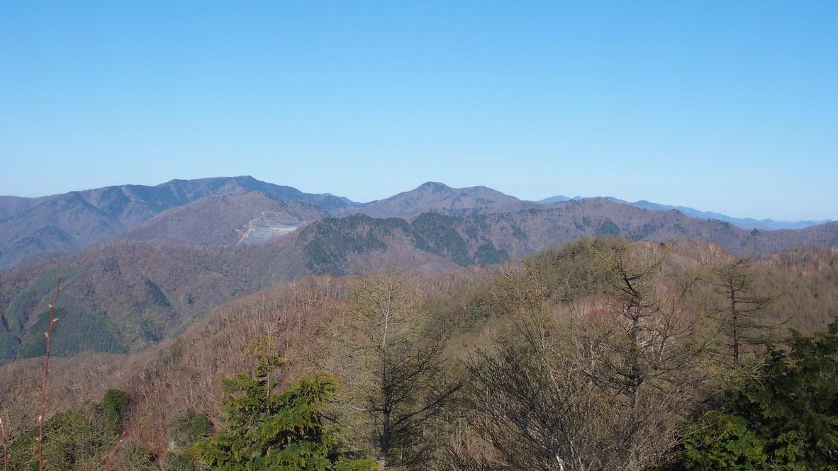川苔山・雲取山・天目山(三ツドッケ)山頂からの石尾根、雲取山、長沢背稜