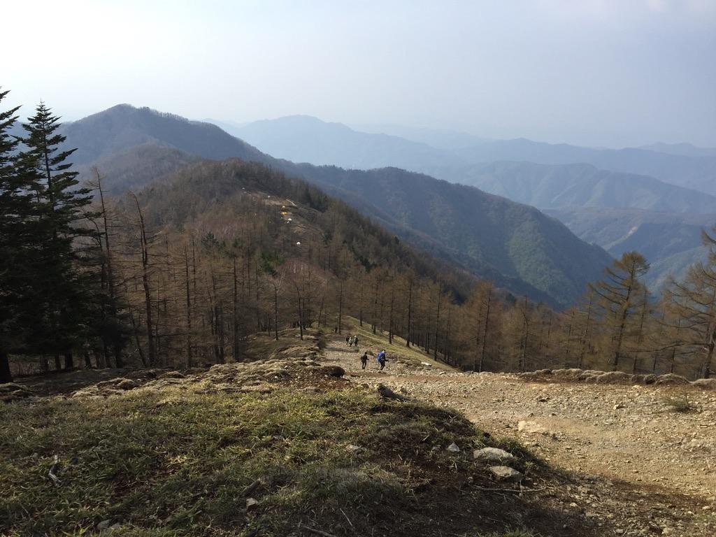 川苔山・雲取山・小雲取山から奥多摩小屋近くのテントを眺める