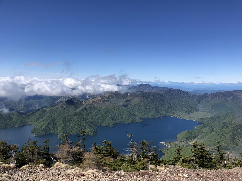 日光男体山・男体山山頂からの中禅寺湖と皇海山(すかいさん)