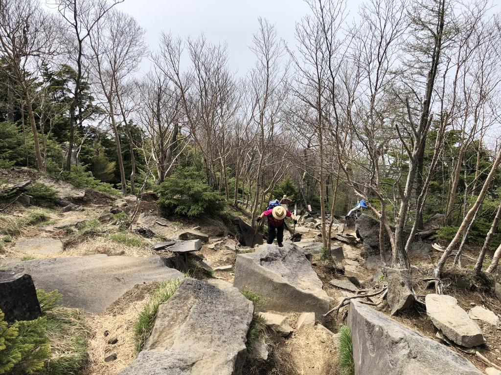 日光男体山・下りの岩場