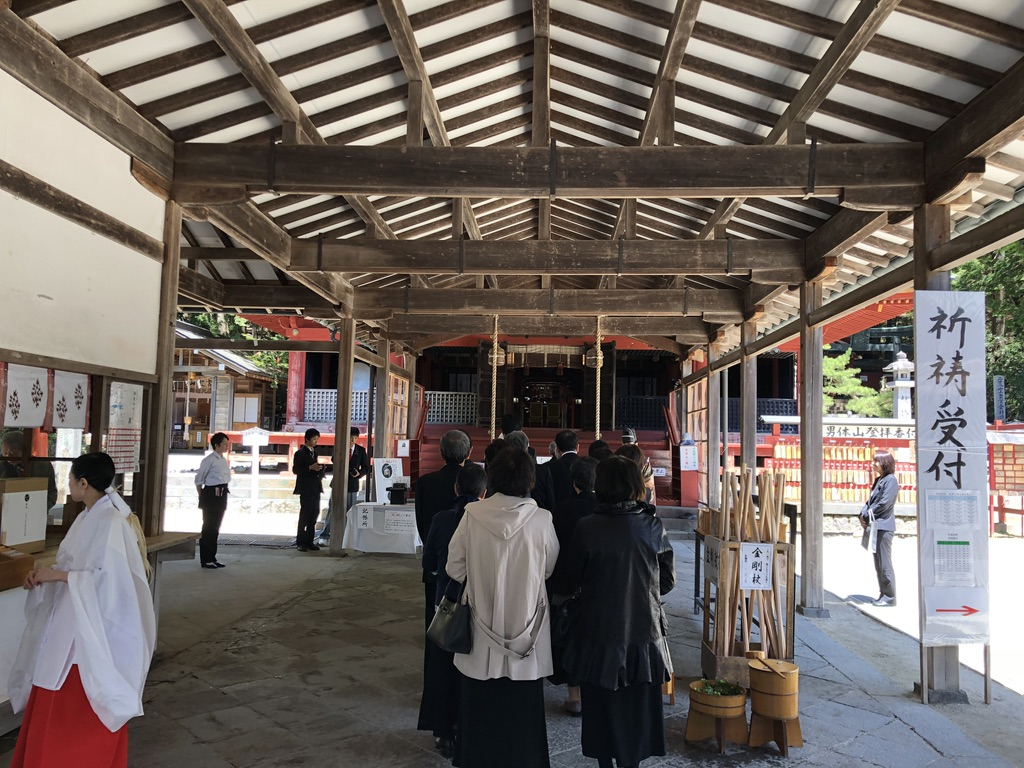 二荒山神社中宮祠で結婚式、ほほえましい