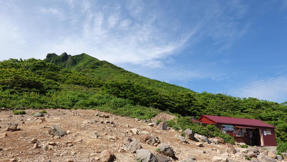 磐梯山・弘法清水小屋と磐梯山